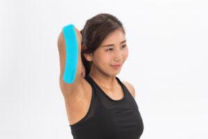 肘から二の腕テーピング